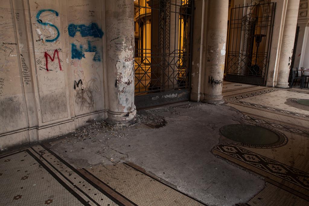 Messina, il pavimento musivo della Galleria Vittorio Emanuele III versa in drammatiche condizioni.