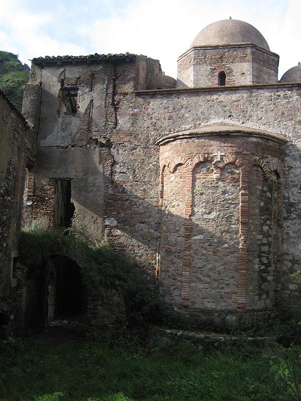 Foto 4- Abside normanna della chiesa monasteriale.