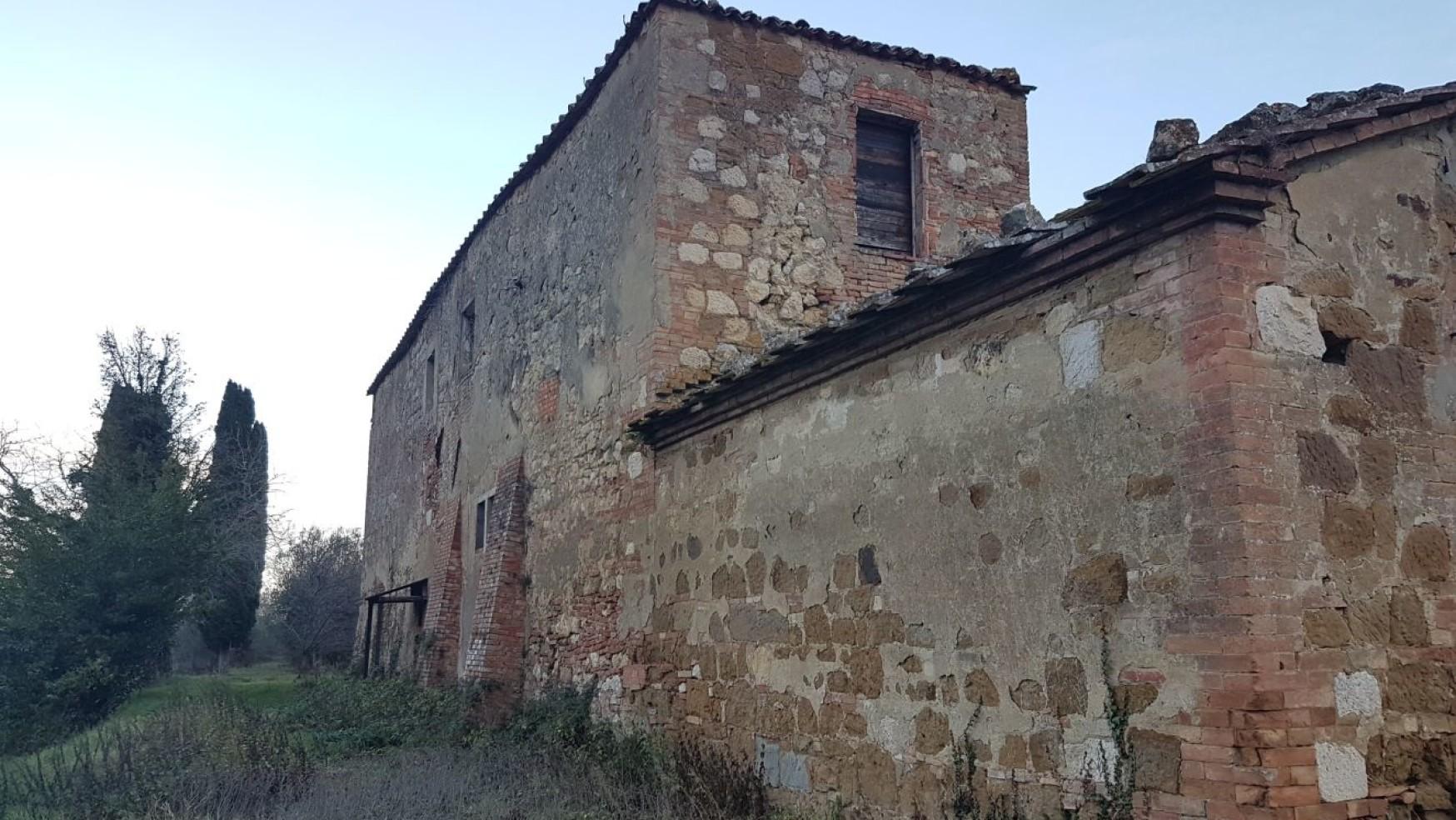 TOSCANA, CASE COLONICHE S.O.S.